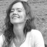 Foto van schrijfster Lizette van Geene. Zwart-wit foto. De pagina gaat over boeken, publicaties, nominaties, verhalen en prijzen.